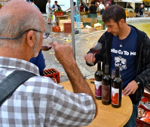 Tasting on the market in Uzes.